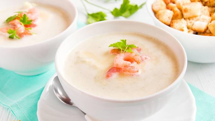 Jemná polévka s krevetami a petrželkou