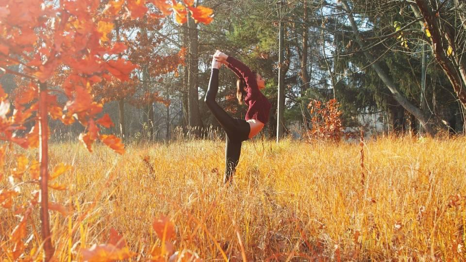 Jakou jógu cvičit na podzim
