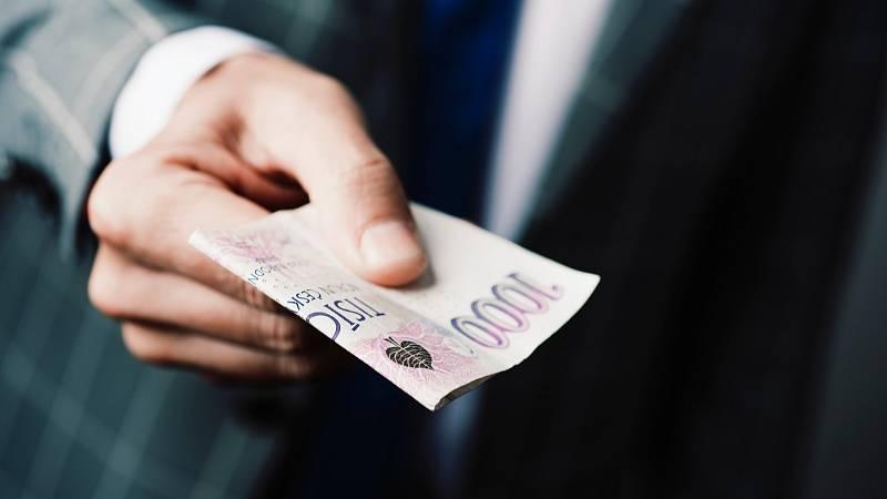 Odborníci z magazínu Psychology Today stanovili několik vlastností, které určují výši vaší výplaty. Jste extrovertka, optimistka a týmový hráč? Máte šanci na tučné konto.