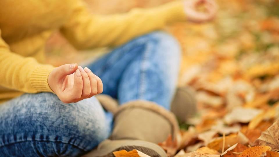 Zbavte se podzimních chmur: Tipy na vhodné meditace