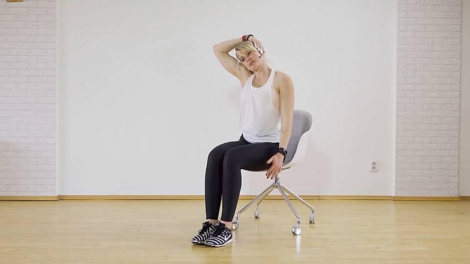 Cvičení na židli, skvělé při dlouhém sezení