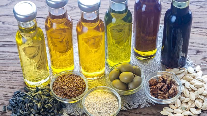Olivový, sezamový, sójový, arašídový a mandlový olej jsou ideální do zdravé kuchyně. Ochrání vás před vysokým cholesterolem a dalšími civilizačními chorobami.