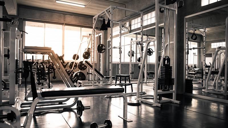 Výhody a nevýhody cvičení na strojích