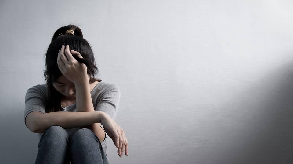 Kdy se klasický smutek mění v depresi?