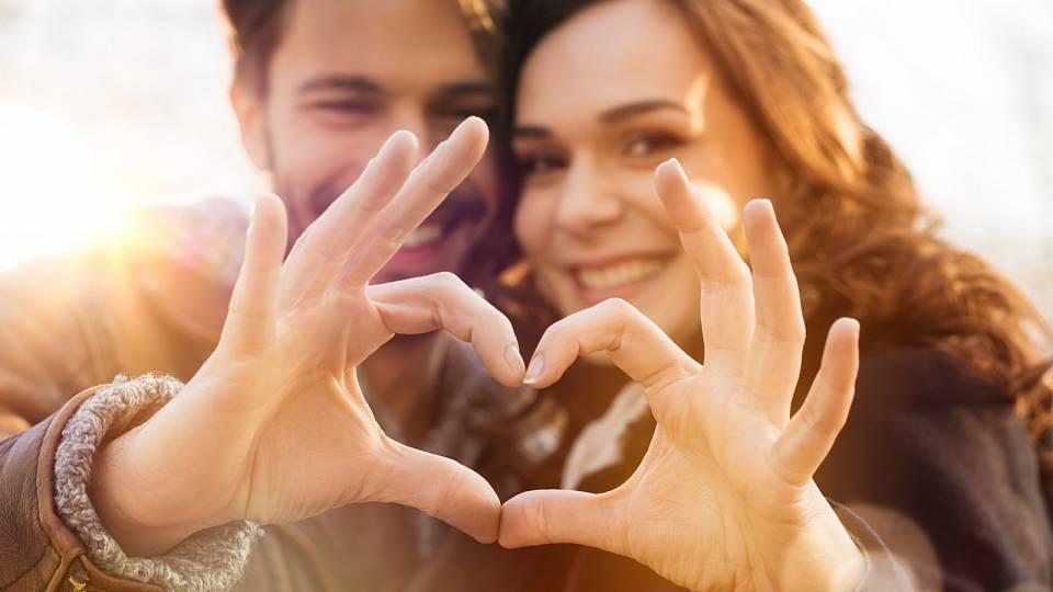 """Proč prostě neřekneš """"miluju tě""""? 5 důležitých projevů lásky"""