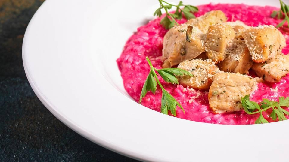 Recept: Řepové rizoto s jarní cibulkou