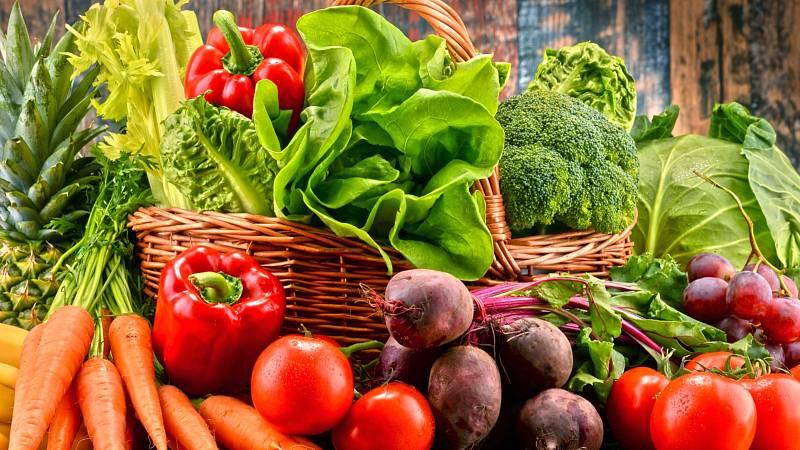 Kolik je jedna porce ovoce či zeleniny? Poměříte jí ve své dlani. Pět takových porcí je ideální množství, kolik byste měla sníst za den.