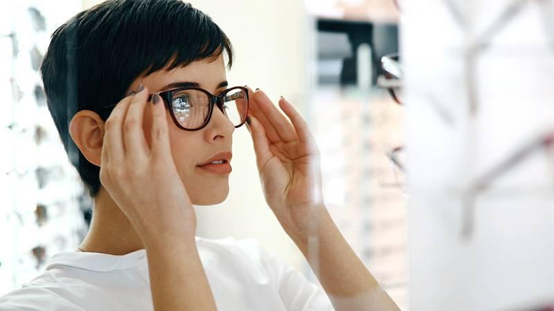 Po laserové operaci očí se může stát, že uvidíte hůře, než s brýlemi.