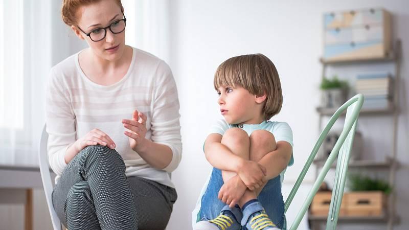 Při výchově dítěte s Aspergerem může pomocí společné čtení, důslednost rodiče a jasně stanovené hranice.