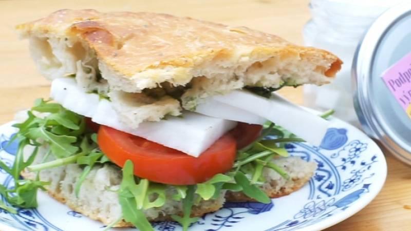 "Videorecept: Focaccia sendvič s pestem a řeckým ""sýrem"""