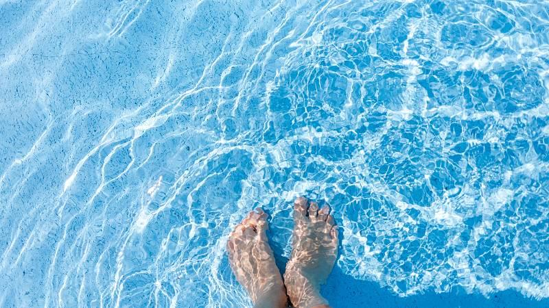 Vaginální mykózy, jejichž původcem je kvasinka Candida albicans, se skloňují hlavně v letních měsících, pravdou ovšem je, že stejně rizikové je plavání v krytém bazénu.