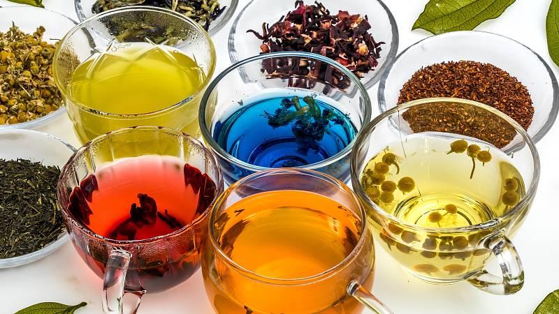 Udělejte si uklidňující čajový rituál s bylinkami
