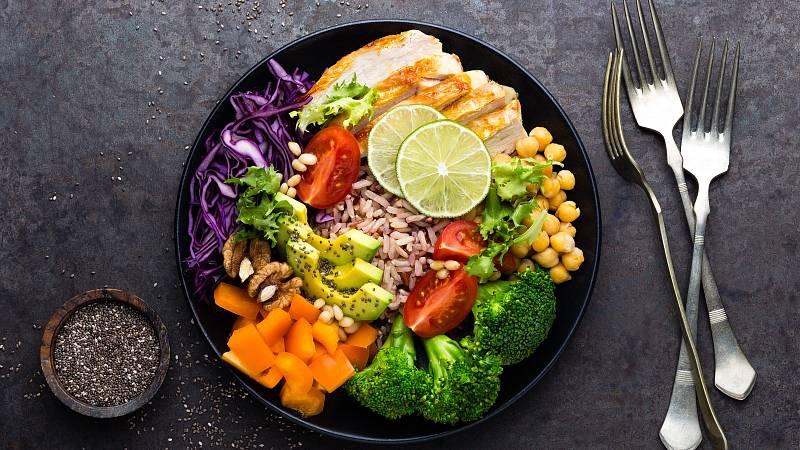 Bojujte se celulitidou zdravým jídelníčkem.