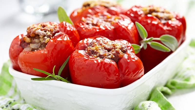 Recept: Plněné papriky hovězím masem s opečenými bramborami