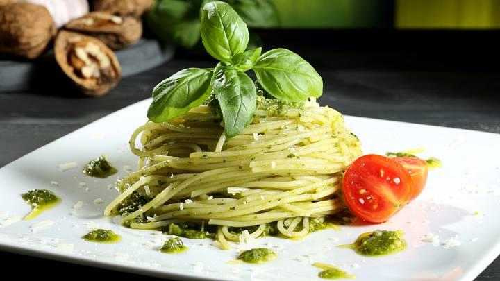Špagety s domácím bazalkovým pestem