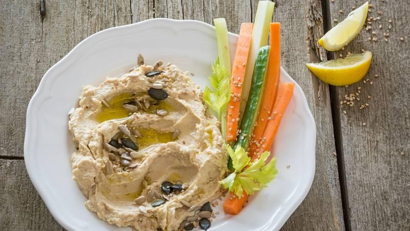 Hummus z cizrny je skvělou volbou pro rychlou večeři.