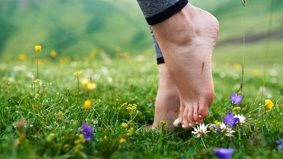 Jak využít earthing pro své zdraví?