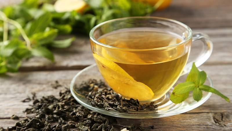 Pití zeleného čaje má spoustu benefitů