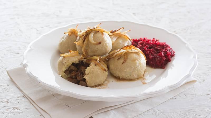 Připravte si variaci na tradiční plněné knedlíky. Tentokrát sáhněte po jáhlech a tofu.