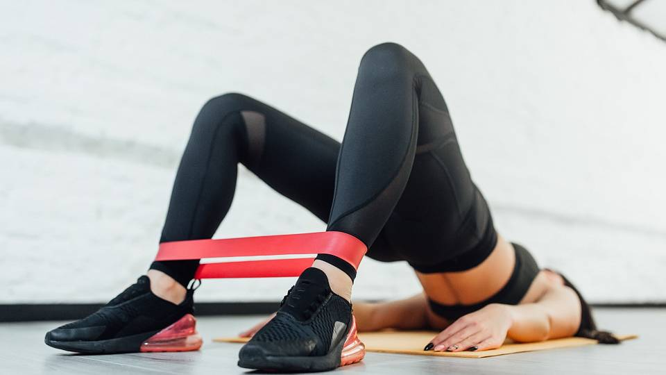 Kouzlo odporové gumy – k čemu je dobrá a proč ji zařadit do tréninku