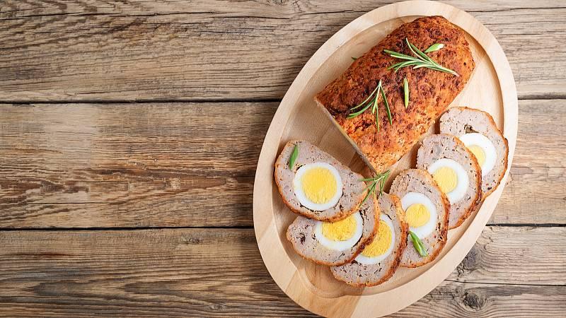 Připravte si na velikonoce výtečnou sekanou s vejcem.