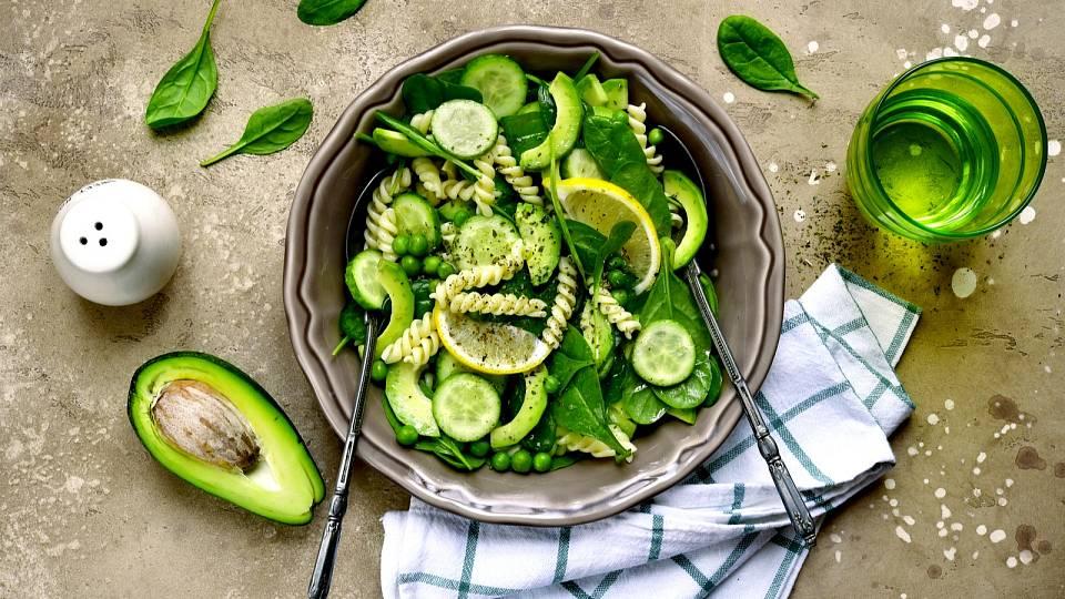 Těstovinový zelený salát