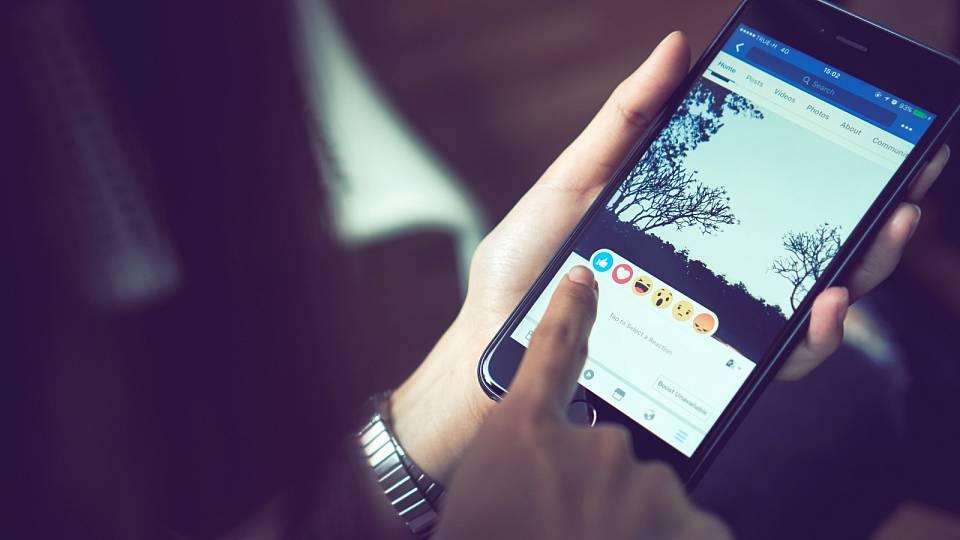 Závislost na sociálních sítích: Týká se i vás a co s tím?