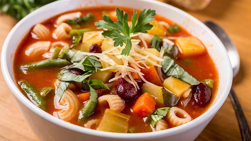 Připravte si italskou zeleninovou polévku minestrone.