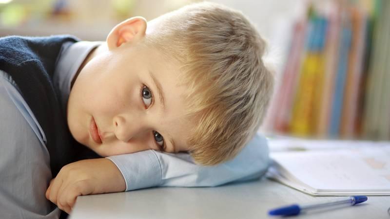 Je-li vaše dítě unavené, dbejte na správnou výživu, omezte jeho stres a hlídejte, kolik hodin spí.