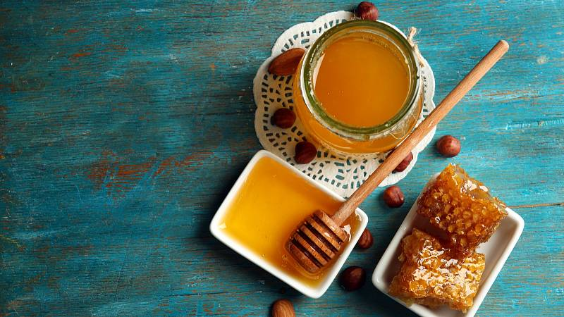 Med patří mezi nejzdravější sladidla a posiluje přirozenou obranyschopnost organismu.