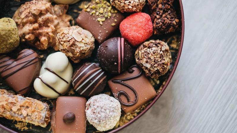 Psychice čokoláda svědčí už díky své sladké chuti, která nás uklidňuje, navíc obsahuje povzbuzující látku theobromin.