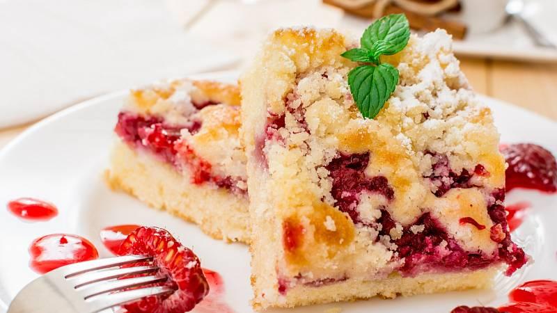 Pokud máte v mrazáku loňské zásoby ovoce, určitě vás potěší snadný a zdravý recept na ovocnou bublaninu.