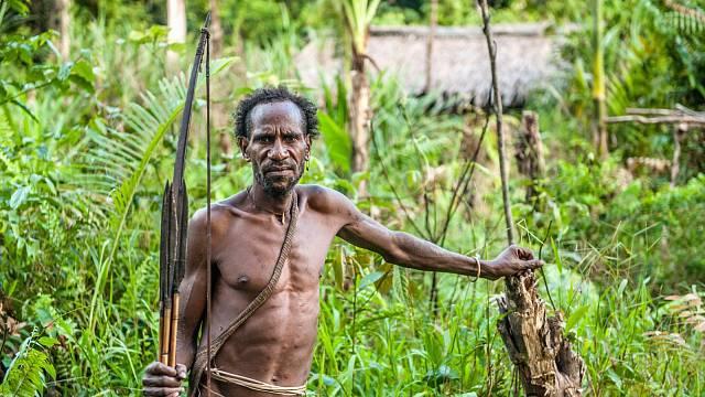 Korowaiové se živí lovem i kanibalismem
