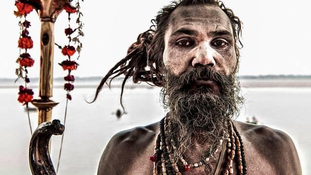 Náboženská sekta žijící u pohřebišť uctívá hlavně Bhairavu