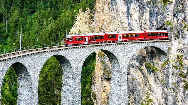 Koleje ve švýcarském Graubündenu vedou do železničního nebe