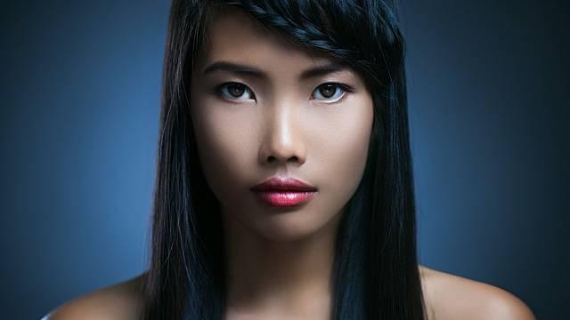 Asijské ženy jsou oblíbené bělochy. Mají jemnou pleť a drobný obličej i postavu.