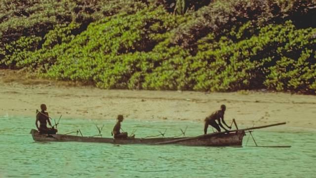 Pokusy o kontakt s obyvateli ostrova zkoušeli lidé už koncem 19. století