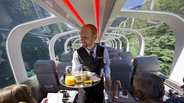 Cestování vlakem dokazuje, že je mnohem zajímavější a pohodlnější než jiné dopravní prostředky