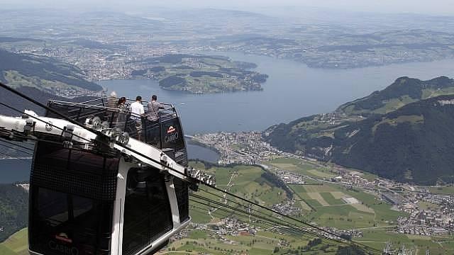 Švýcarský Alpy: Jízda lanovkou je adrenalinový zážitek