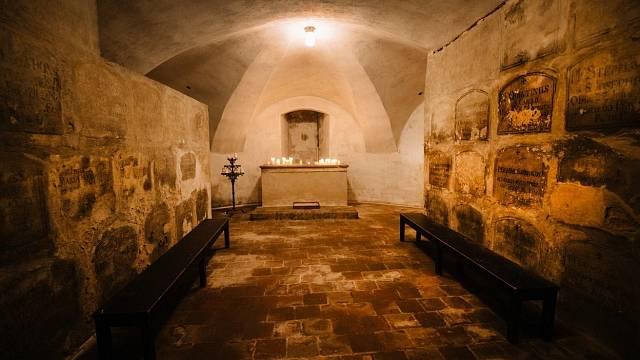Pokud se rádi bojíte, navštivte katakomby pod kostelem Panny Marie Vítězné