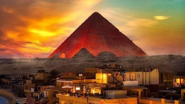 Vědci našli v Cheopsově pyramidě tajemný prostor