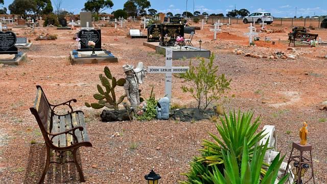 Návštěvníci mohou navštívit zajímavý hřbitov