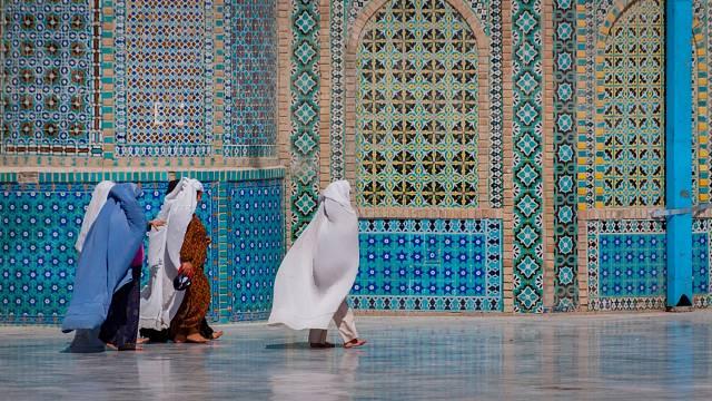 Nevzdělanost, dětské sňatky, násilí a tresty - tak žijí afghánské ženy