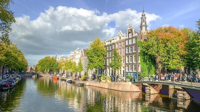 Centrum města je protkané vodními kanály.