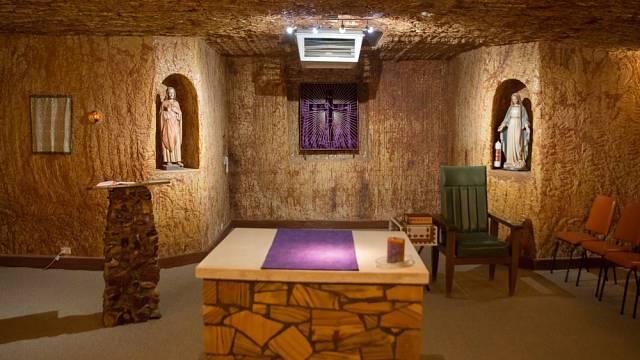Návštěvníci si mohou užít příjemný hotel i podzemní kostel