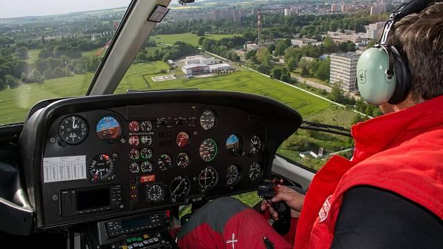 Zkušený, obezřetný a moudrý pilot letí tak, aby při případném vysazení motoru měl šanci nouzově přistát.