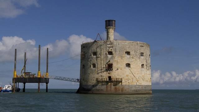 K pevnosti Boyard přibyly později při natáčení plošiny.