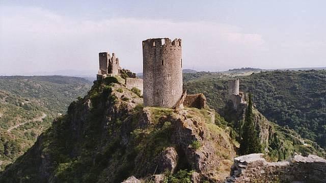 Vícehrad - jedna pevnost pro deset šlechtických rodin