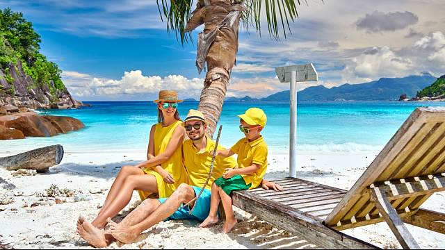 Spokojená rodina na pláži