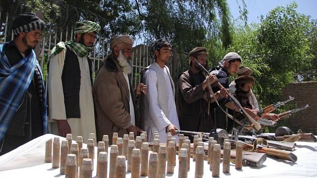 Bojovníci Talibanu se připojují k mírovému procesu